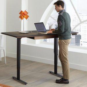 table assis-debout pour une meilleure ergonomie au bureau