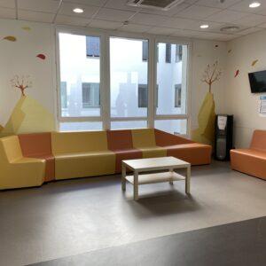 Aménagement de salles d'attente d'un centre hospitalier réalisation Bloom Inside